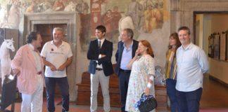 Philippe Daverio in visita al palazzo comunale di Tarquinia